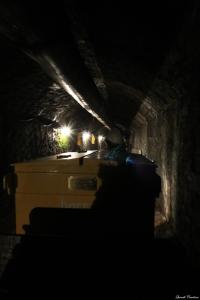 Entrant a les entranyes de la mina amb la vagoneta